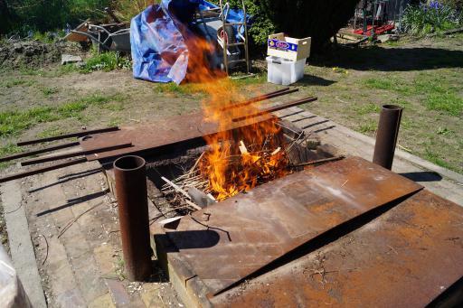 de pitfire aan het branden