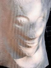 Antigny met de archaïsche glimlach (detail)